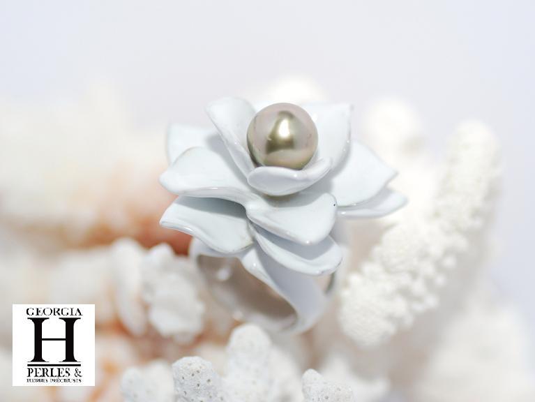 Bague Magnolia blanche et 1 perle de Tahiti