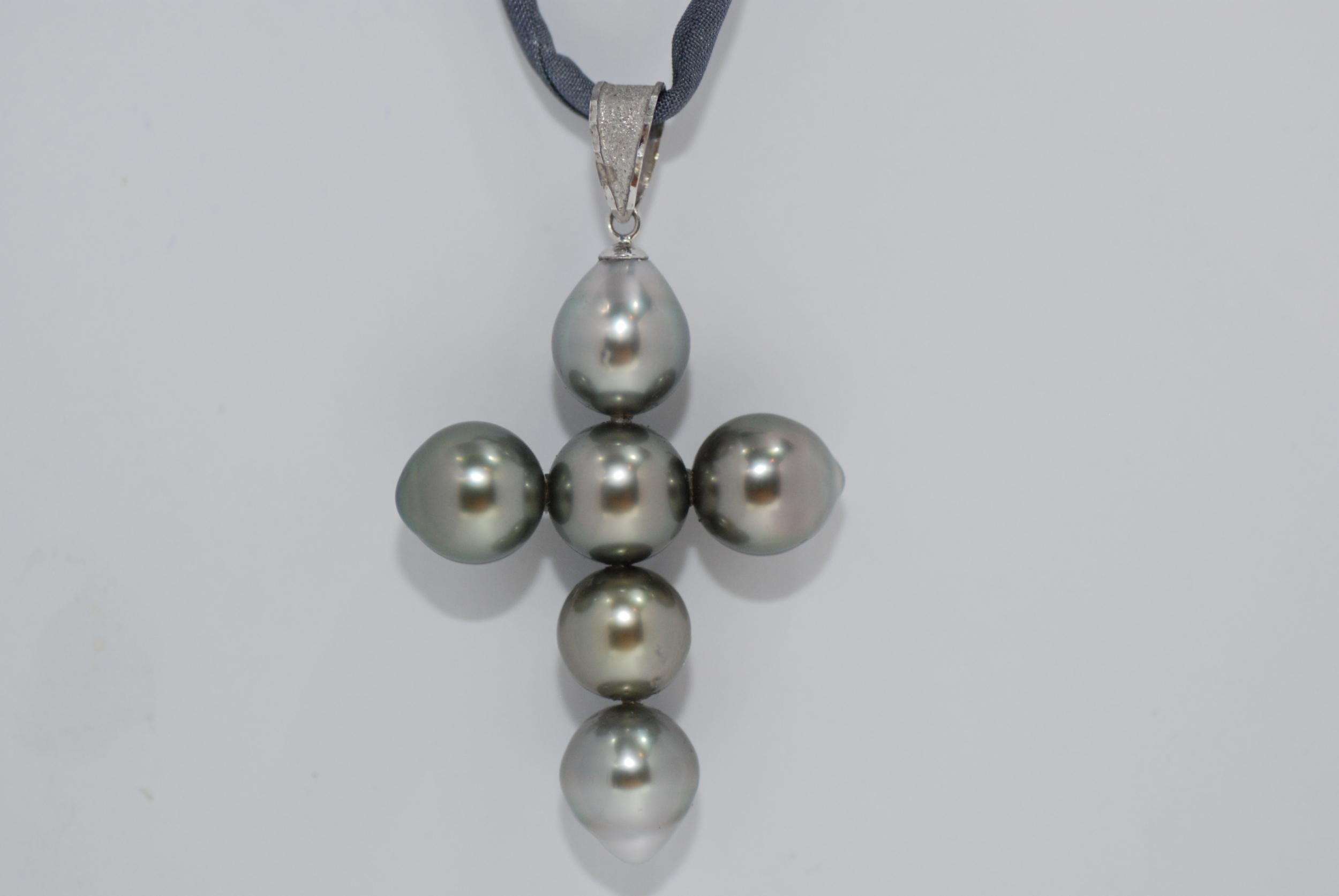 Pendentif Croix perles de Tahiti claires
