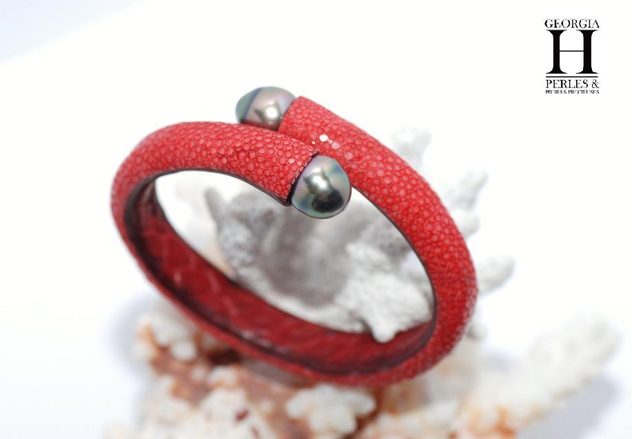 Bracelet Africa galuchat rouge et 2 perles de Tahiti