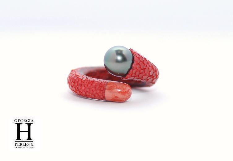 Bague cuir de galuchat rouge et 1 perle de Tahiti