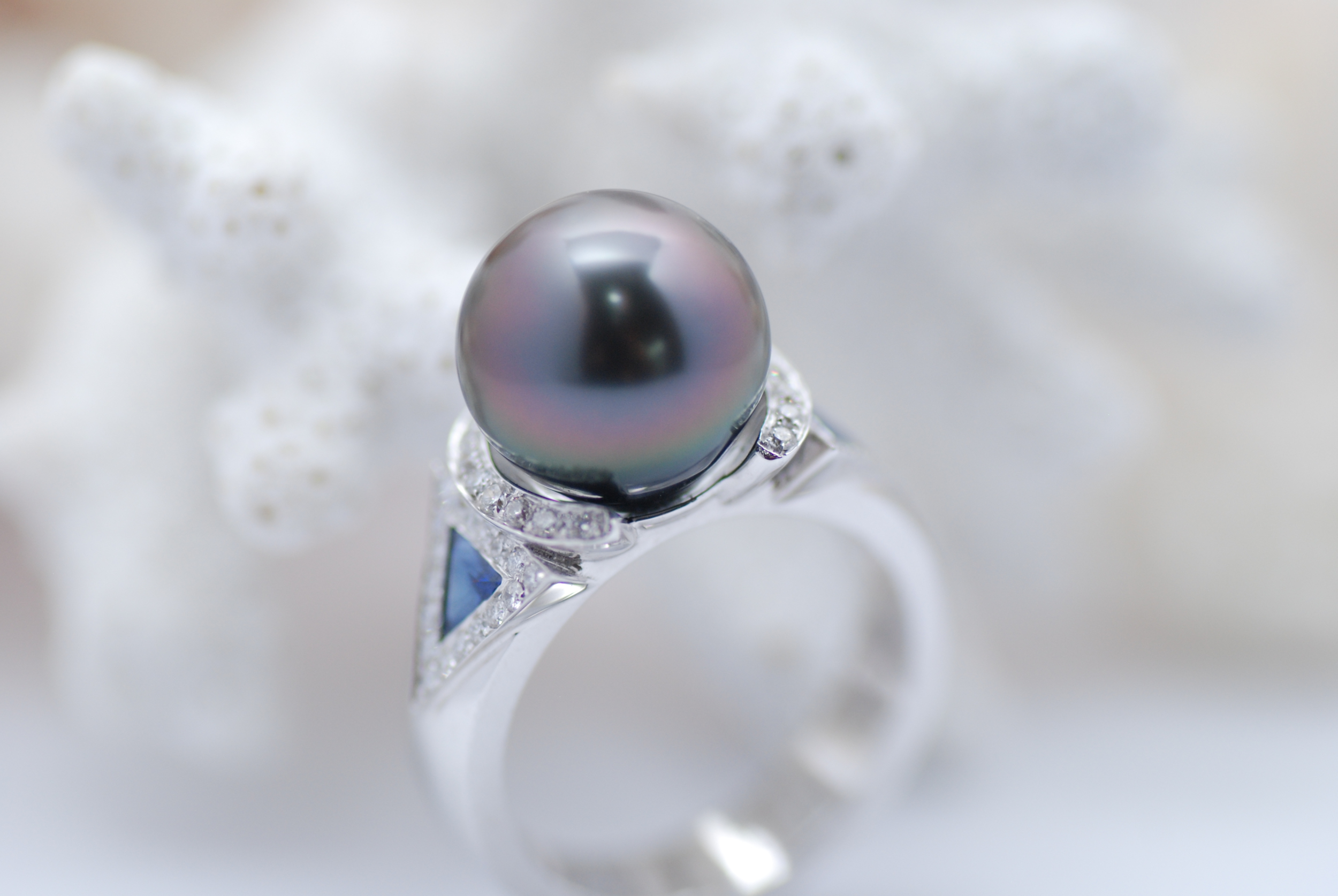 Bague saphirs bleu brillants et perle de Tahiti