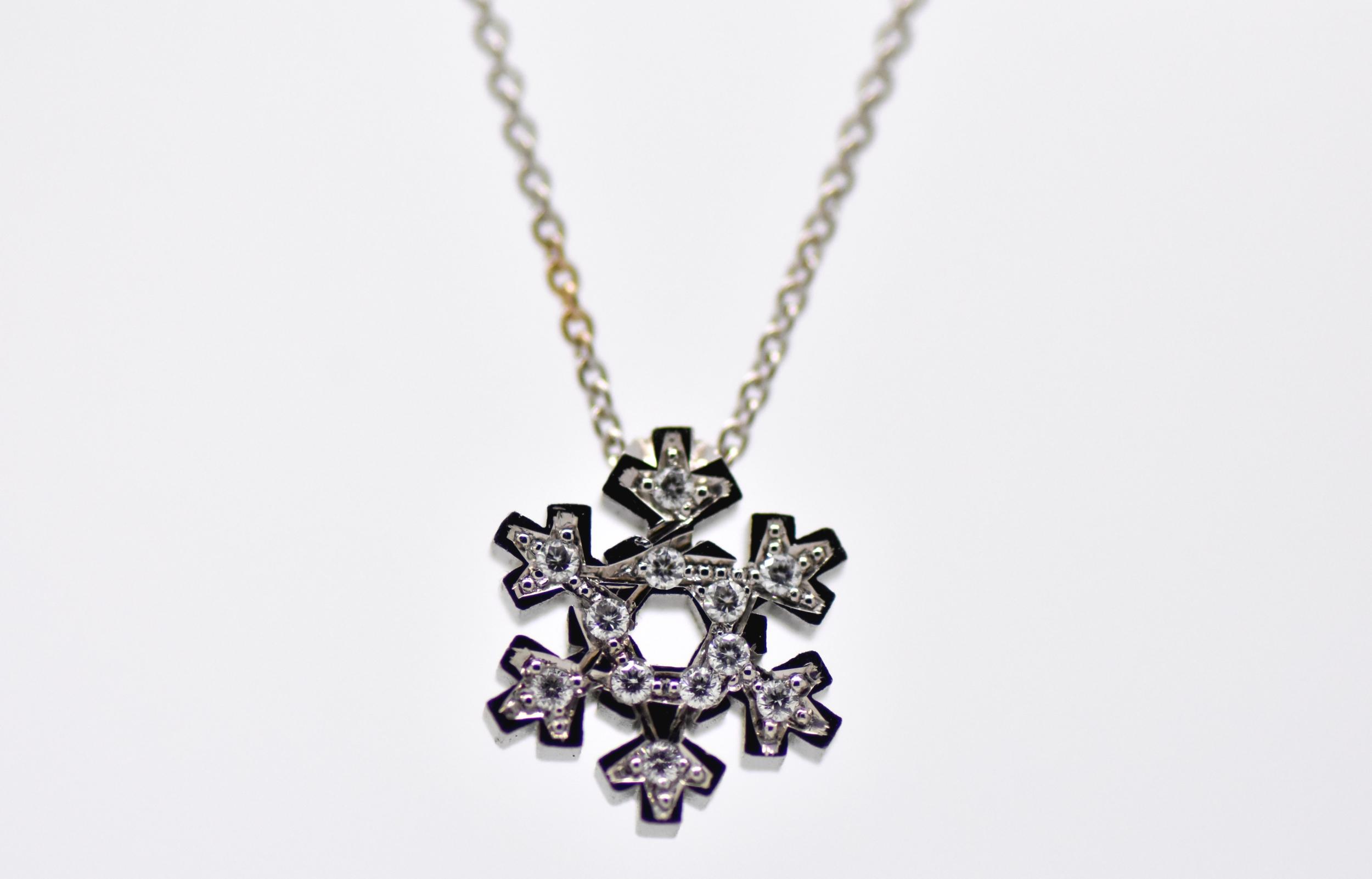 Pendentif flocon de neige or blanc et diamants