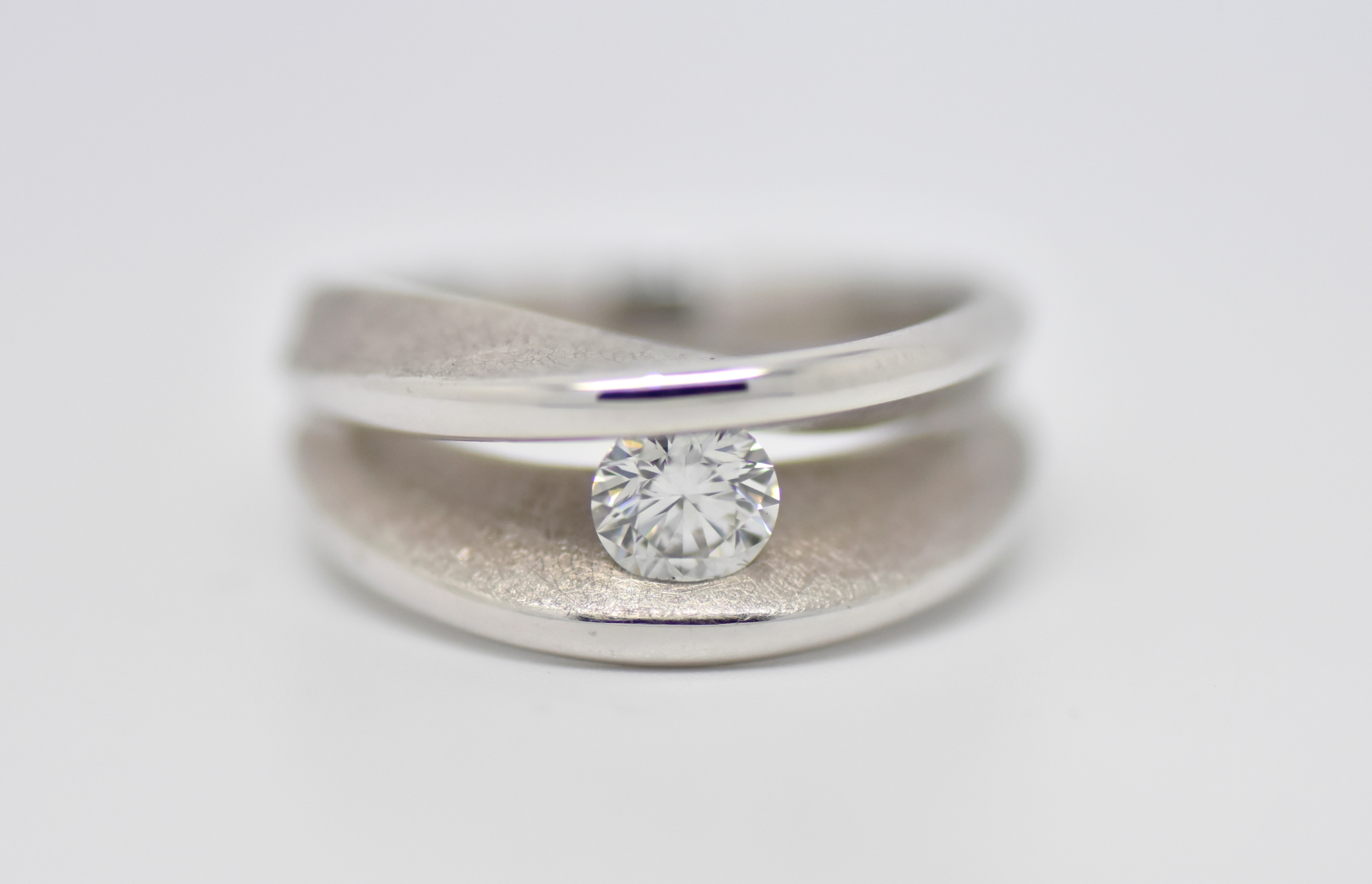 Bague KISS en or blanc 1 diamant taille brillant solitaire
