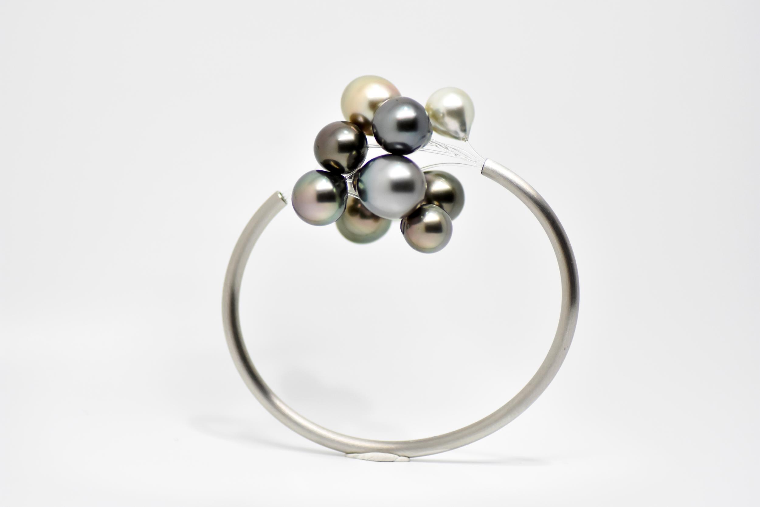Bracelet jonc BLACK CLOUD acier brossé mate 12 perles de Tahiti