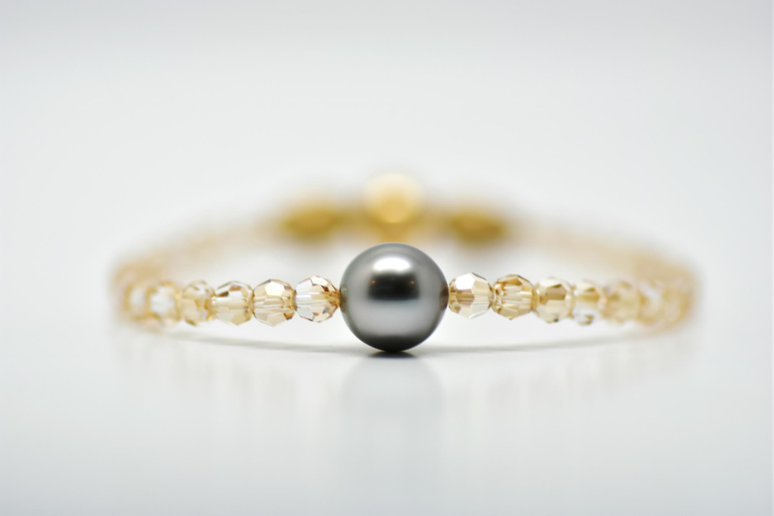 Bracelet Manhattan perles swarovski couleur doré et 1 perle de Tahiti