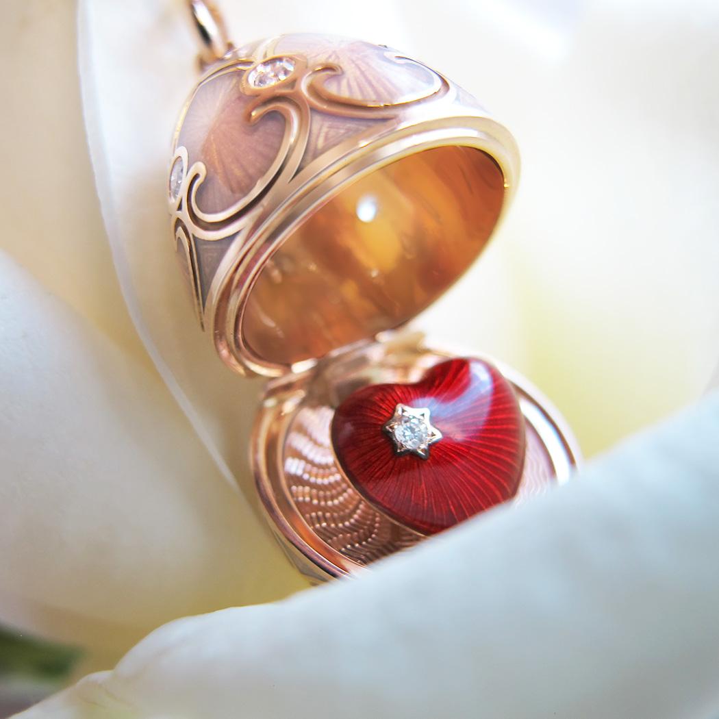 Pendentif oeuf Locket Fabergé Palais Tsarskoye Selo rose avec coeur surprise