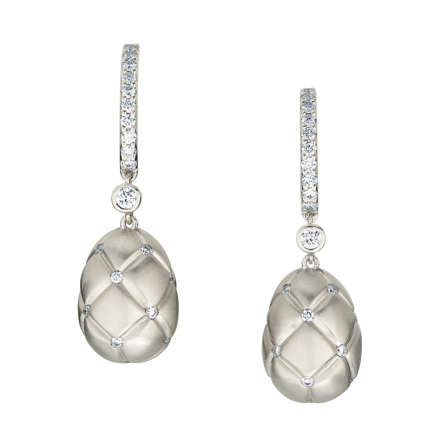COLLECTION TREILLAGE PENDANTS D\'OREILLES OEUFS FABERGÉ OR BLANC ET DIAMANTS