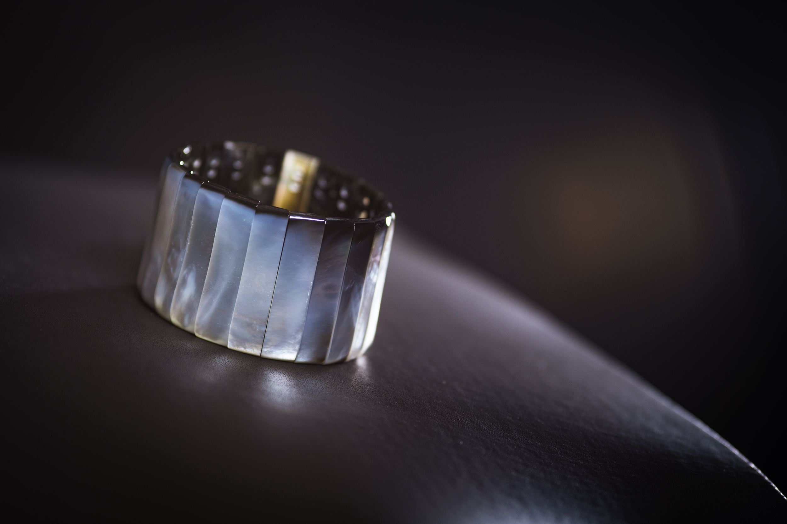 Bracelet manchette articulé en nacre poli
