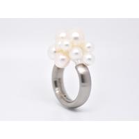 """Bague oval """"Cloud2 12 perles blanches d'eau douce en acier brossé"""