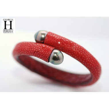 Bracelet Africa galuchat rouge et perles de tahiti (5)