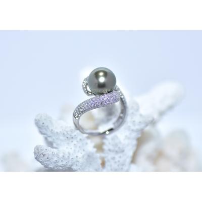 "Bague ""HUG"" or blanc, diamants blanc et jaune, 1 perle de Tahiti ronde de 10mm"