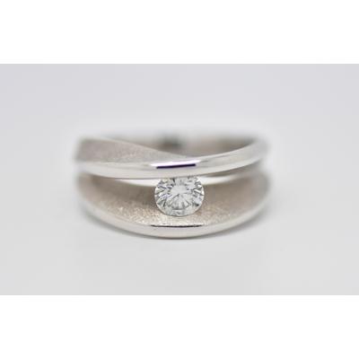 """Bague """"KISS"""" 1 diamant solitaire sur or blanc"""