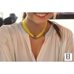 Bracelet manchette soie jaune et perle de tahiti (5)