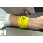 Bracelet manchette soie jaune et perle de tahiti (6)