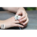 Bague Magniolia blanche et perle de tahiti (3)