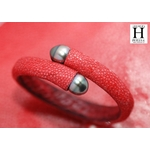 Bracelet Africa galuchat rouge et perles de tahiti (4)