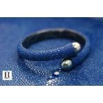 Bracelet Africa galuchat bleu et perles de tahiti (6)