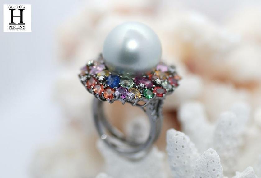 Bague Saphirs , brillants, tsavorites  et perle de tahiti
