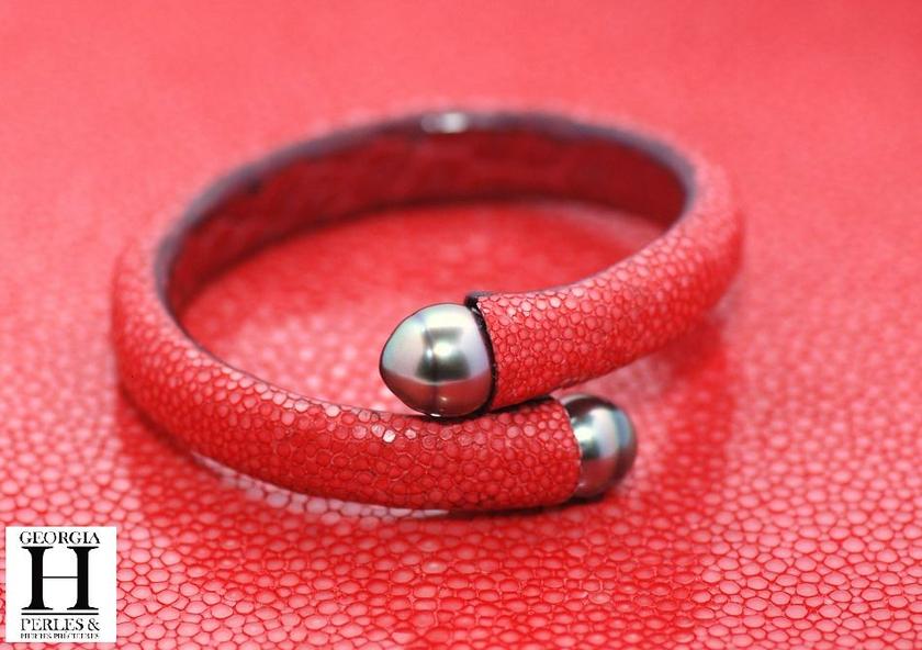 Bracelet Africa galuchat rouge et perles de tahiti (2)