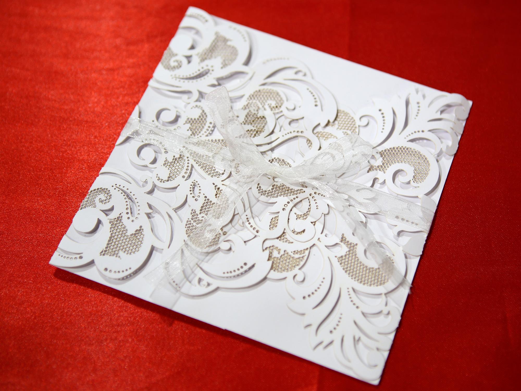 Faire part mariage élégant  ciselé blanches MFP5