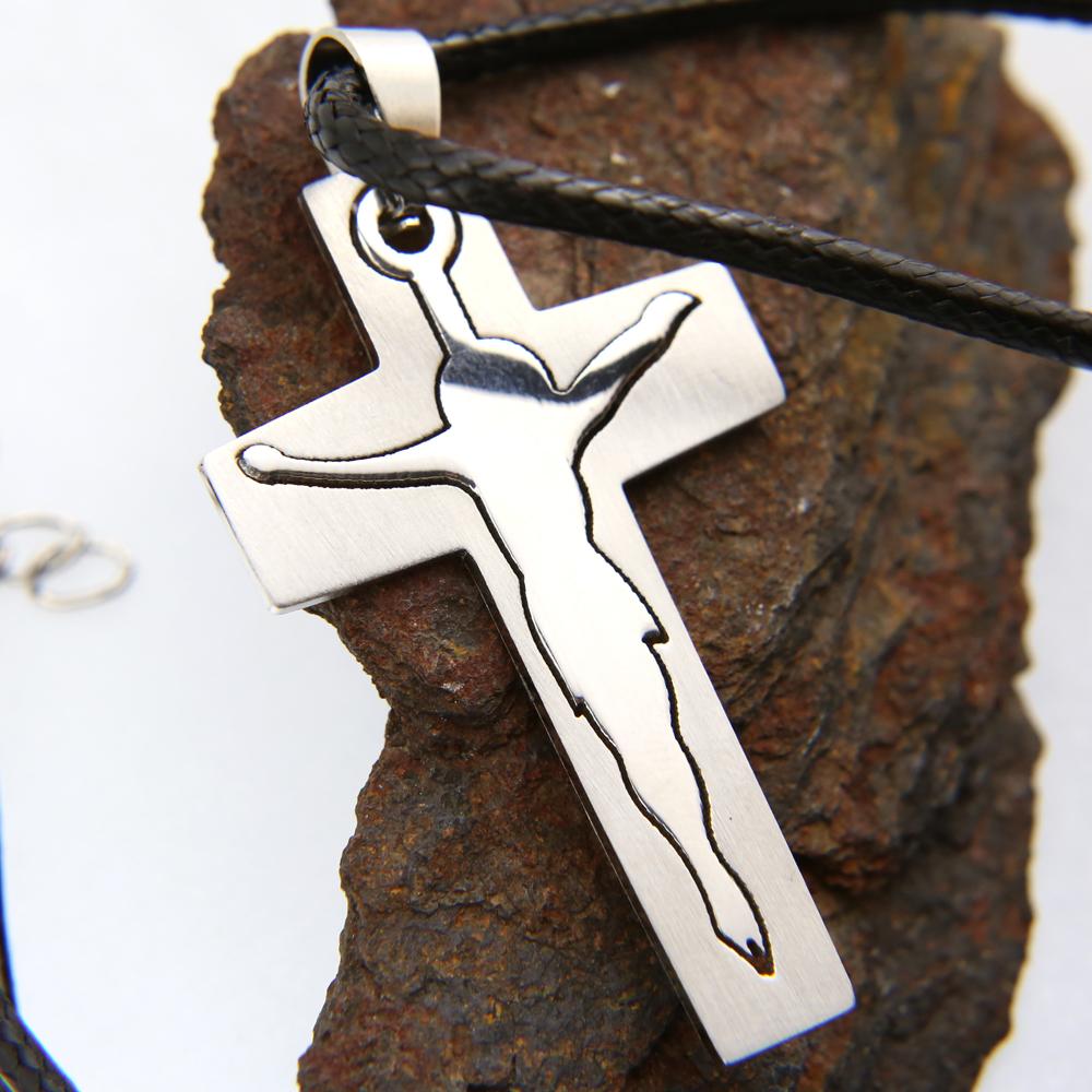 Pendentif acier croix avec Christ + collier cordon noir homme COSA10