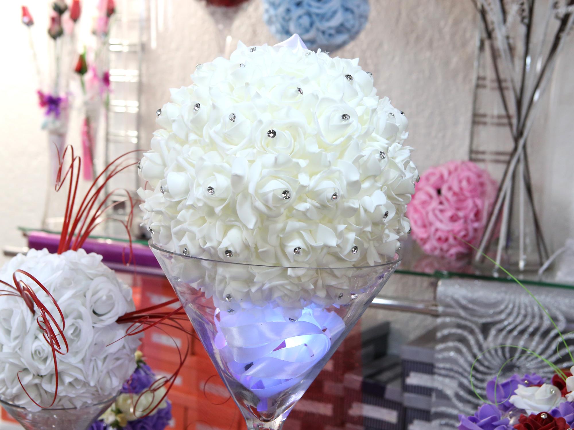 boule de fleur artificielle avec des strass 25 cm diam tre bl25 mariage bapt me f te boule. Black Bedroom Furniture Sets. Home Design Ideas