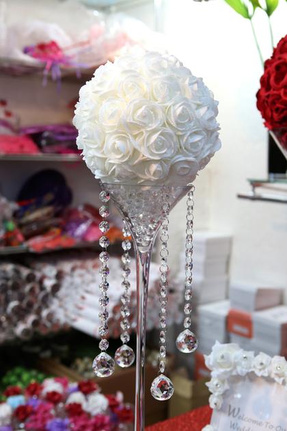 location mariage vase martini 50 cm avec boule de fleur lom1 d co mariage fete vendu en. Black Bedroom Furniture Sets. Home Design Ideas
