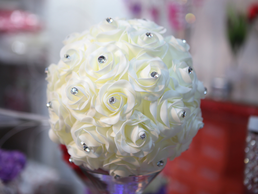 boule de rose boule de fleur bicolore d co mariage bl24 d co mariage fete vendu en magasin. Black Bedroom Furniture Sets. Home Design Ideas