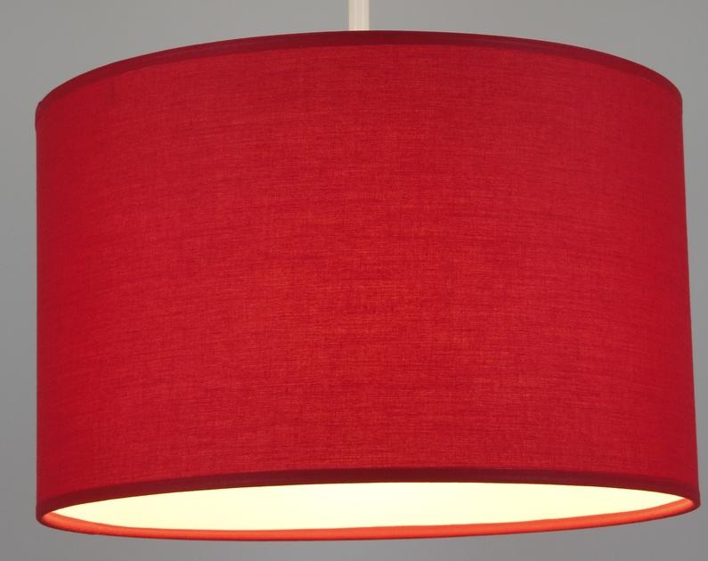 Suspension cylindre rouge éclairée