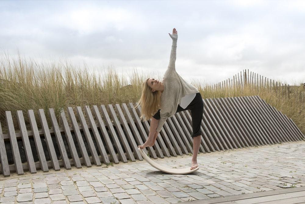 exercices de yoga avec la planche Wobbel