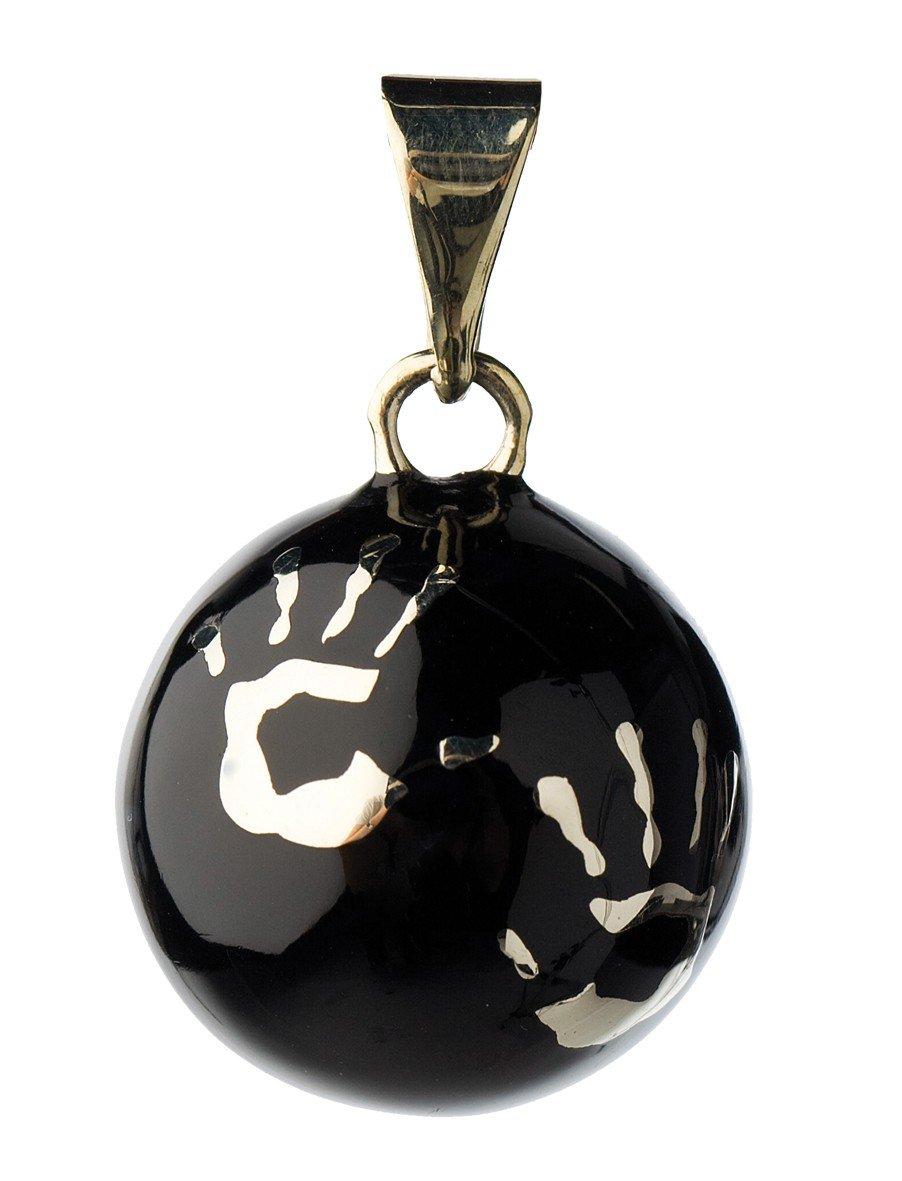 Bola de grossesse noir avec mains