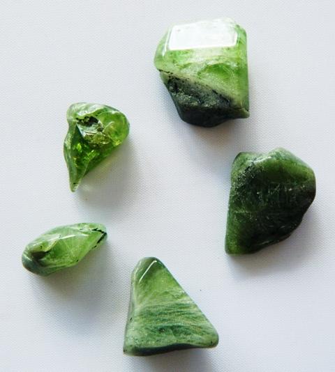 Péridot, pierre roulée