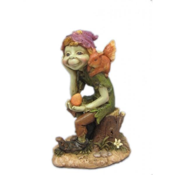 pixie avec ecureuil statuettes et figurines pixies et korrigans arcencielfantastique com. Black Bedroom Furniture Sets. Home Design Ideas