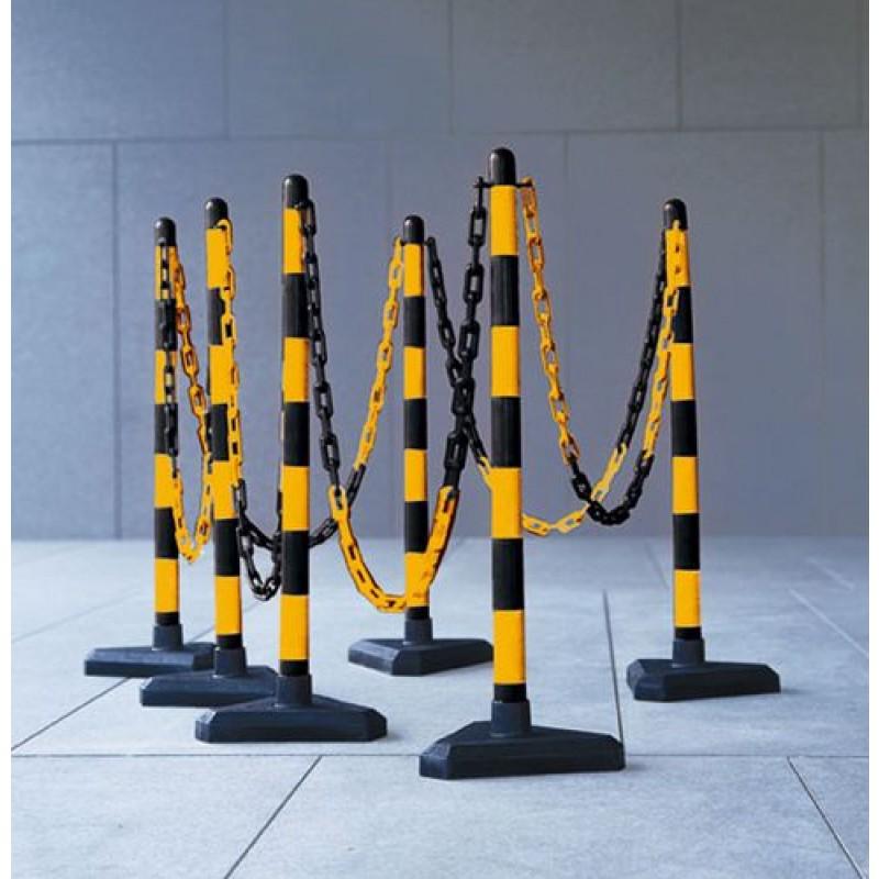 Kit de délimitation : poteaux et chaines pour balisage jaune/noir