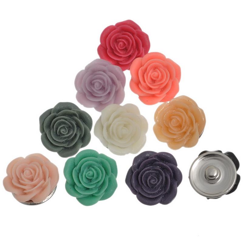 1 jolie fleur en résine à clipper sur les bijoux en bouton pression