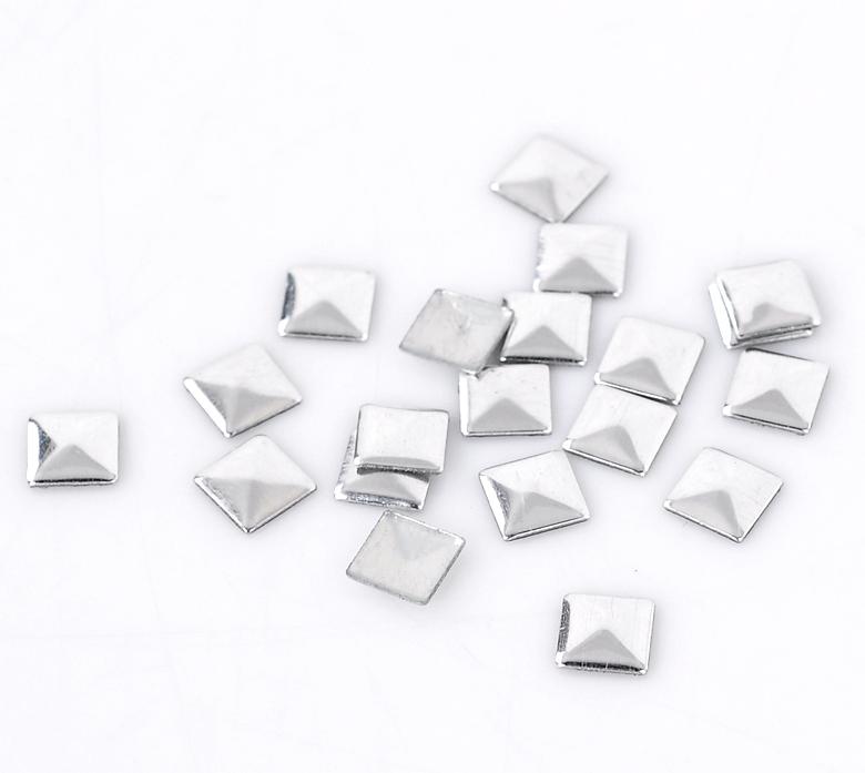 Lot de 100 Strass carré pointe de diamètre thermocollants ou clous à coller