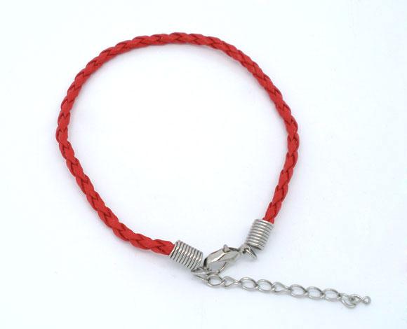 Un bracelet  Cordon en Similicuir Tressé Rouge fermeture par mousqueton