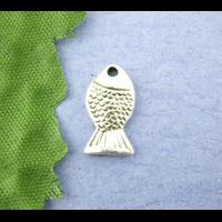 Lot de 16 Breloques petits poissons en métal argenté 7x14mm