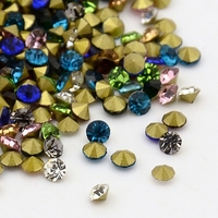 Lot de 70 strass en cristal 2.5x1mm environ, pointe diamant