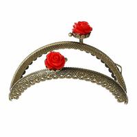 Un joli fermoir fleurs, arrondi pour sac à main, pochette ou porte monnaie, bronze, travaillé motif ancien 8.7x6.3cm