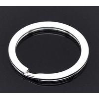 Un  Anneau Porte-clés  Rond métal Argenté 30x30mm