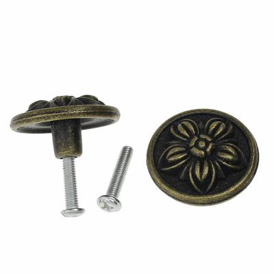Une  jolie poignée de porte ou valise en Alliage de Zinc Forme Rond Bronze antique Fleurs, 3.2cm x 1.8cm