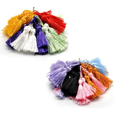 Un pompon gland décoration 5cm environ polyester