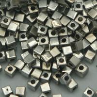 Perles carrées coloris argent