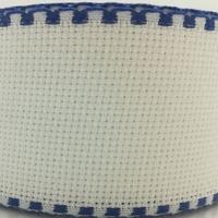 Galon aida coloris blanc avec feston bleu foncé 5 cm
