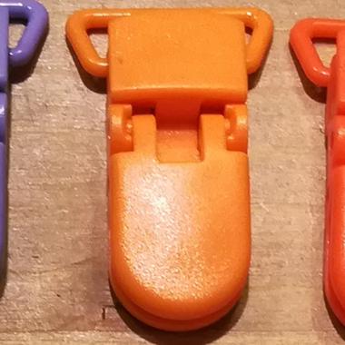 attaches tétine orange pale