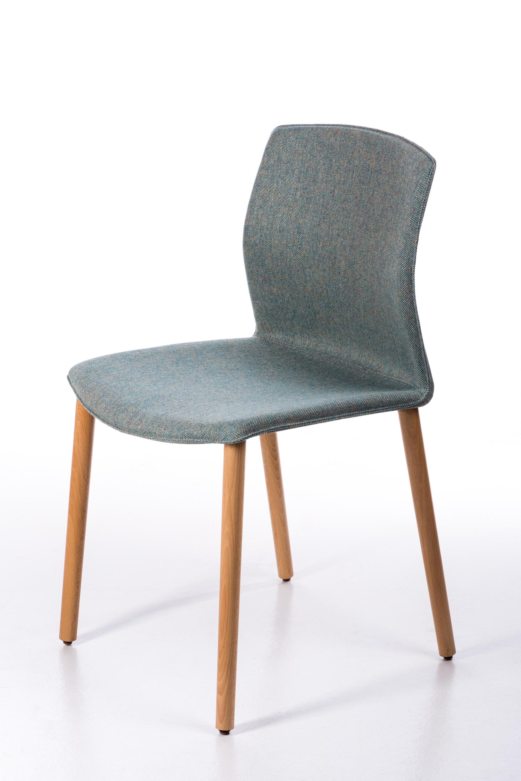 Chaise tapissée et pieds bois Kabi