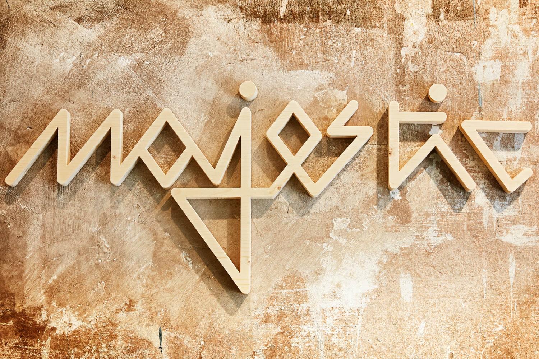 Logo personnalisé mural en bois