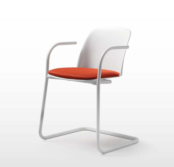 Chaise polypropylène blanche avec assise tapissée orange