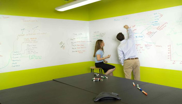 Tableau blanc autocollant effa able paperboard adh sif for Tableau sur mur blanc